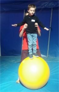 atelier equilibre balle cirque Luynes