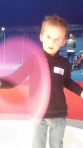 atelier de jonglage avec des anneaux au Cirque de Luynes