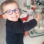 peser-sucre-gateau-framboises