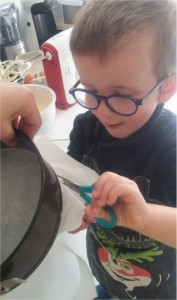 preparer-moule-gateau-framboises