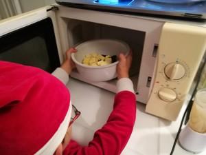 Faire fondre le beurre pour le Fondant au chocolat