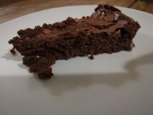 Une part du fondant au chocolat
